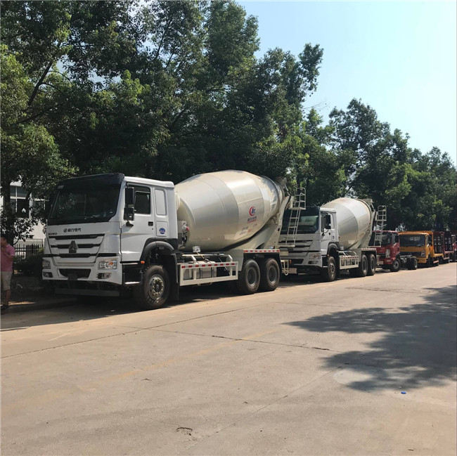 Hot Model 8 m3 10 m3 6*4 SINOTRUK HOWO Concrete Mixer Truck White With 371HP